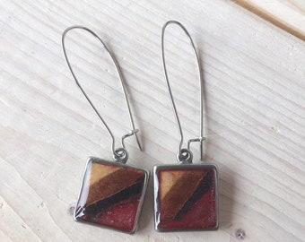 Boucles d'oreilles pendantes boucles d'oreilles de couleur rouge, bijou bois et résine, crochets d'oreilles, bijou rouge, bijou en bois