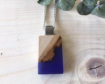 Collier bois recyclé et résine bleu indigo