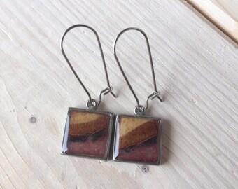 Boucles d'oreilles pendantes bois, résine et étain rose poudré