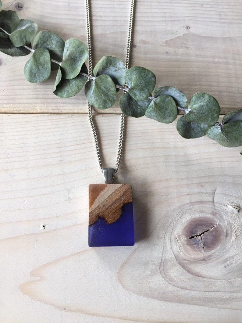 grand choix de magasins populaires nouveau style et luxe Collier bois et résine bleue indigo, bijoux en bois, collier bleu marin  bijou bois et résine, inspiration nature, bijou bleu indigo .