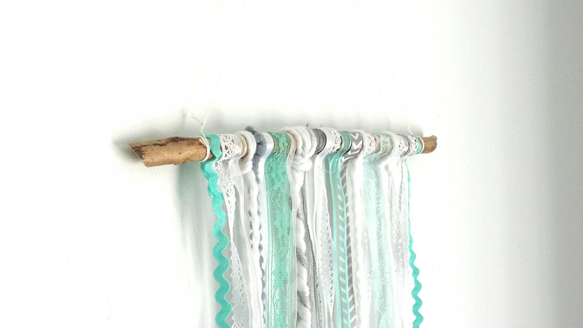 Tenture murale turquoise et blanc tenture de rubans etsy - Tenture chambre bebe ...