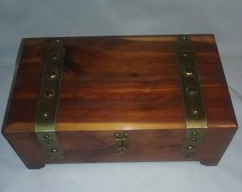 Vintage wooden keepsake Pillod box,jewelry box, wooden box