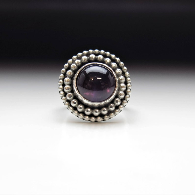 Round amethyst silver statement ring two beaded wire circles nestled within each other and surround amethyst to form a striking ring sz 7