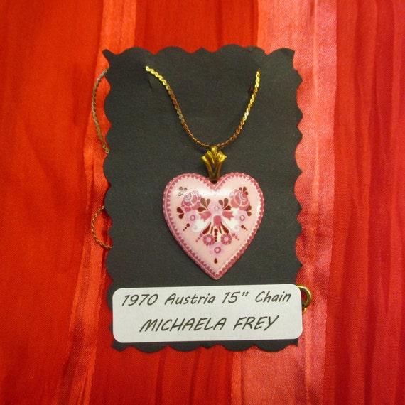 Vintage Locket Pendant Plant Image Gold Tone Metal Unmarked Michaela Fray