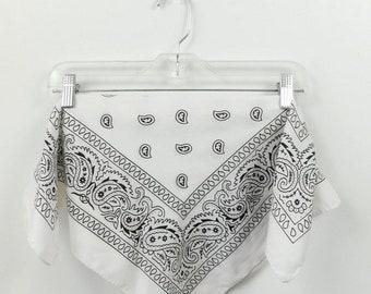 71f3fbcaada7 40 % de réduction VDAY vente Vintage des années 1970 des années 70 Classic  noir blanc Paisley imprimé bandana petit carré foulard de mode accessoire  21 po X ...