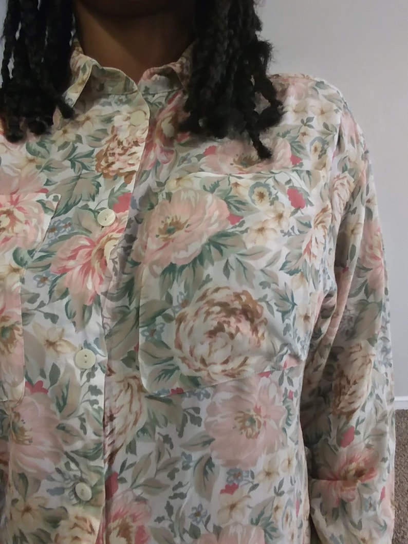 50/% SUMMER SALE Vintage Lizsport Floral Flower Print Pastel Pink Green Collared Button Down Tie Back 34 Sleeve Top Blouse Shirt Small