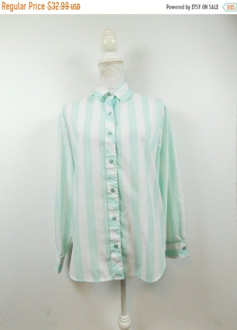50% NEW YRS SALE Unisex Vintage 80s Square One Mint Green image 0