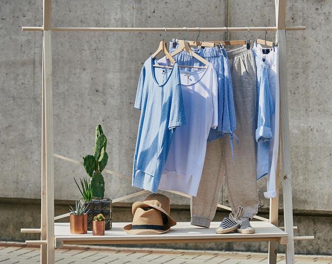 Portable clothes rail VR-01 | pop up store | raw wood & plywood | artisan shop and trade show display | minimal wooden display