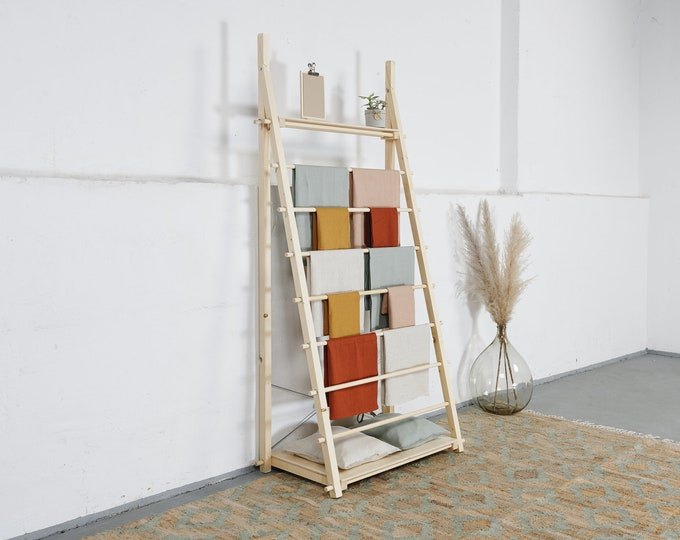 Display rack VR-05 for hanging products like fabrics, towels, tablecloths, etc. Portable and reusable, for trade fairs and shops. Milimetry