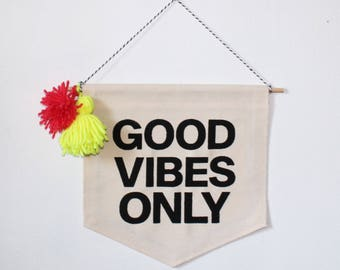 2db18342f8 Good Vibes Only    Wall Banner