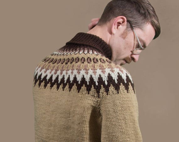 Vintage Wool Sweater / Medium Hand Knit Mens Geometric Cappuccino, Cream and Brown Diamond Chevron Pattern Pullover Sweater