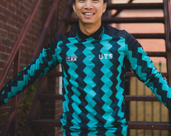 Vintage Green and Black Shirt - Medium Men's Long Sleeved Chevron Spring Sports Top - Jogging Running Athletic Umbro Shirt