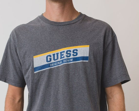 Vintage Men's T-Shirt - Medium Grey Guess Tee with Logo on Front