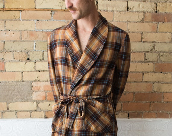 Vintage Men's Robe - Scottish Tartan Plaid Polyester Dressing Gown -Medium Size - Bedroom Attire - Gift for him - Men's Smoking Robe Pyjamas