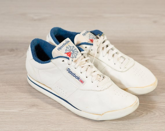 Vintage Reebok Shoes - 10 Men's Retro White Classic Running Shoes with Gum Soles - Training Shoes - Tie Athletic Sneakers