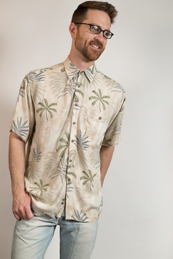 Vintage Hawaiian Shirt - Medium Size Men's Beige Button up Casual Short Sleeved Fauna Tiki Aloha Summer Beach Shirt with Palm Trees