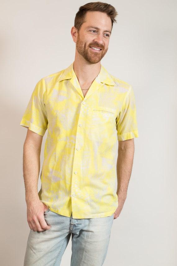 Vintage Hawaiian Shirt - Medium Size Men's Yellow and Cream Button up Casual Short Sleeved Tiki Aloha Summer Beach Shirt - Key West