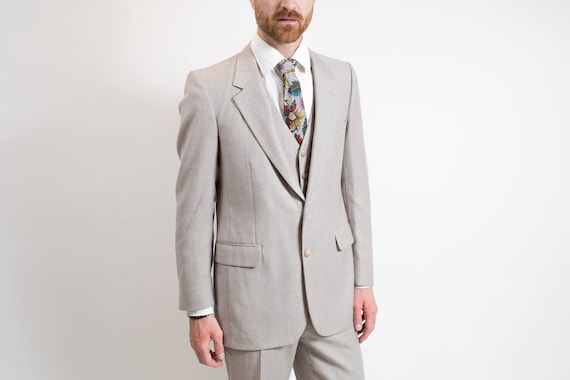 Vintage Men's Suit / 3-piece Wedding Groom Grey Wool Suit / Pants size 31-32, Jacket size 40.