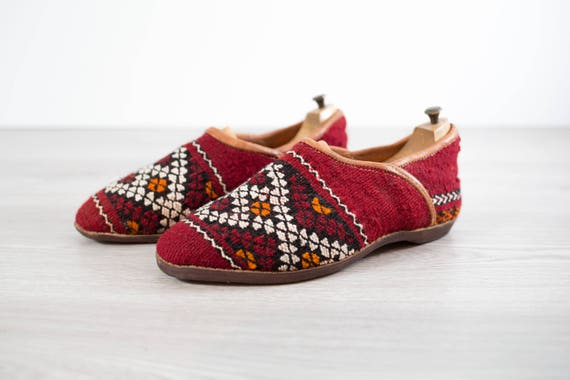 Vintage Southeast Asian Slippers / Woven Wool Primitive Pattern Slip on Shoes / Size 10 Mens Casual Boho Summer Loafers
