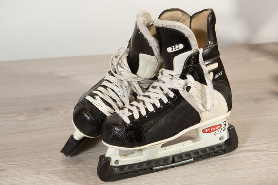 Vintage Mens Hockey Skates - CCM Tacks 352 Size 9 Daoust Jet Lace-up Black Ice Skates