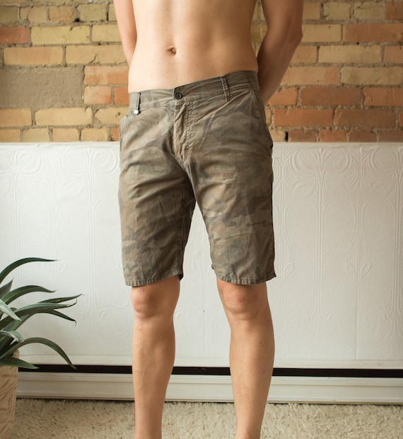 "Designer Camo Shorts - 31"" Fitted Men's Retro Bermuda Semi-Casual Shorts with Belt Loops - Above the Knee Shorts"