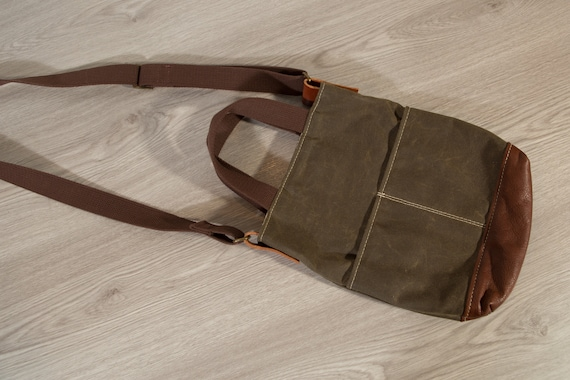 Green Waxed Canvas Cross body Bag - Veg Tan Leather Shoulder Bag - Unisex Bag