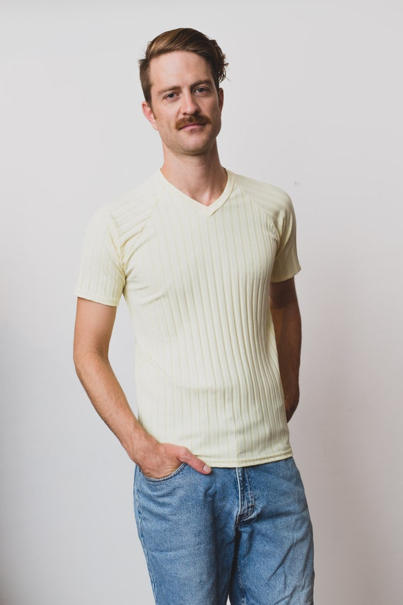 Vintage Men's T-Shirt - Pale Yellow Medium Size Stretchy Tee with Textured Stripes