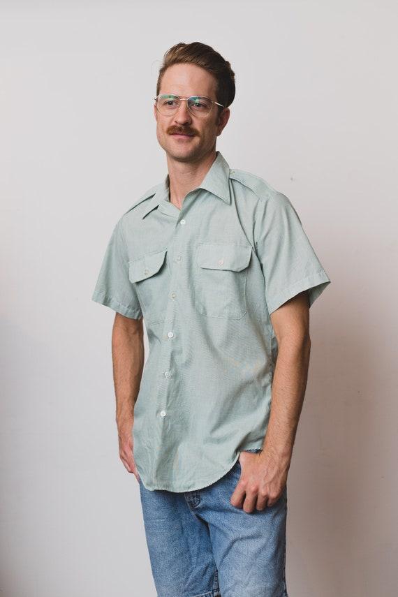 Vintage Men's Button Down Shirt - Medium Short Sleeved Soft Green Dress shirt - Pale Green Office Summer Oxford Shirt with Breast Pockets