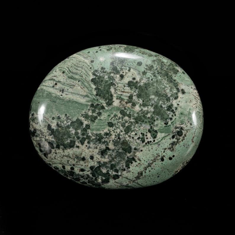 Shamanic grass pattern UV active Tinguaite palm stone 65x54mm. Fluorescent Tinguaite palm stone from polar mountains of Russia