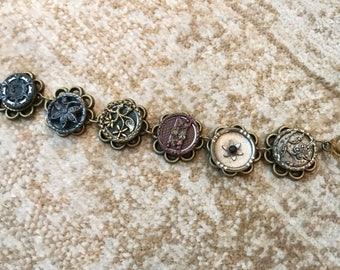 Vitnage button bracelet