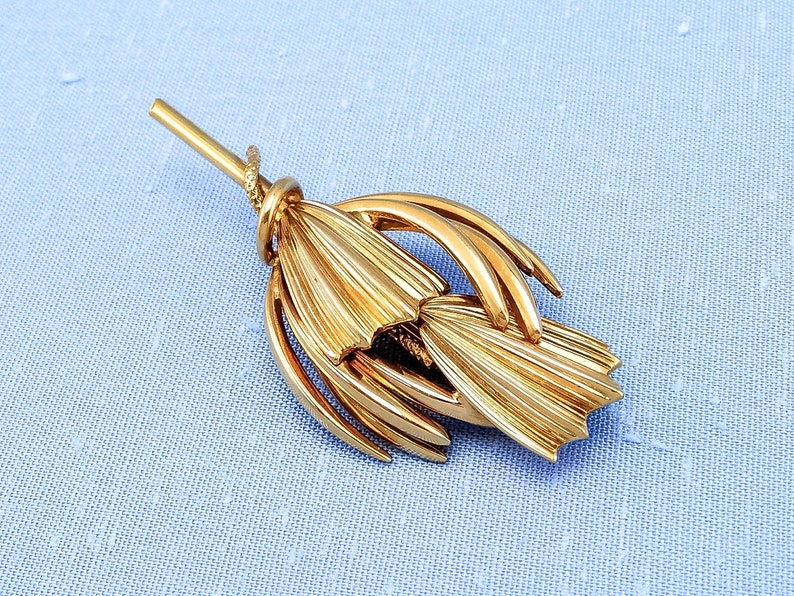 1970s or 1980s Vintage Shiny Gold-Toned Brooch With ModernistAbstract Flower or Plant Design