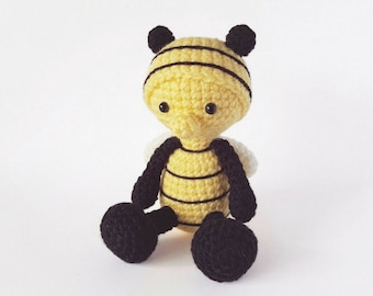 PATTERN: Crochet bee pattern - Amigurumi bee pattern - crocheted bumble bee pattern - PDF crochet pattern - tutorial