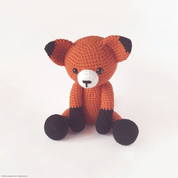 Sleepy Fox Amigurumi Crochet Pattern | 570x570