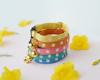 MINI DAISIES (6 colors): Handmade embroidered flower on linen, Personalize Cat Collar Breakaway for Adult and Kitten, Adjustable Buckle