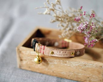 MINI DAISY  Handmade embroidered flower breakaway cat collar