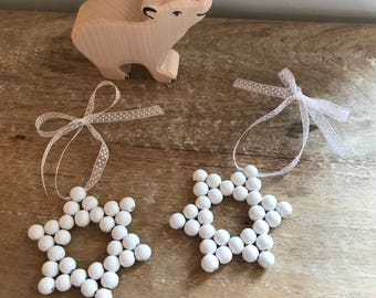 2 stars with wooden beads, White Christmas, pretty decoration.