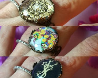 Antique ring adjustable with glass stone