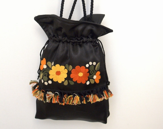 Shorty flowers in Black
