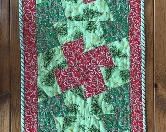 Easy Christmas Table Runner Quilt Kit, Candy Cane Christmas Runner, Quilted Table Runner, Quilt kits for Beginners, From QuiltieSisterS.