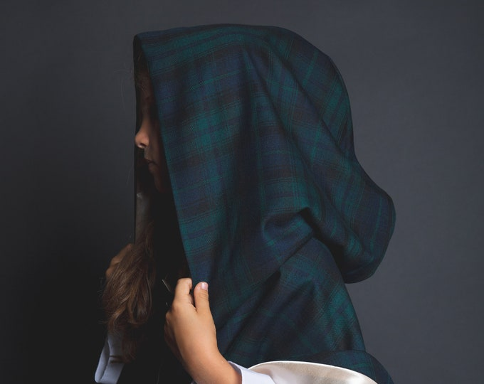 Medieval cape, Meridal hooded cape in blue, green and black tartan fabric