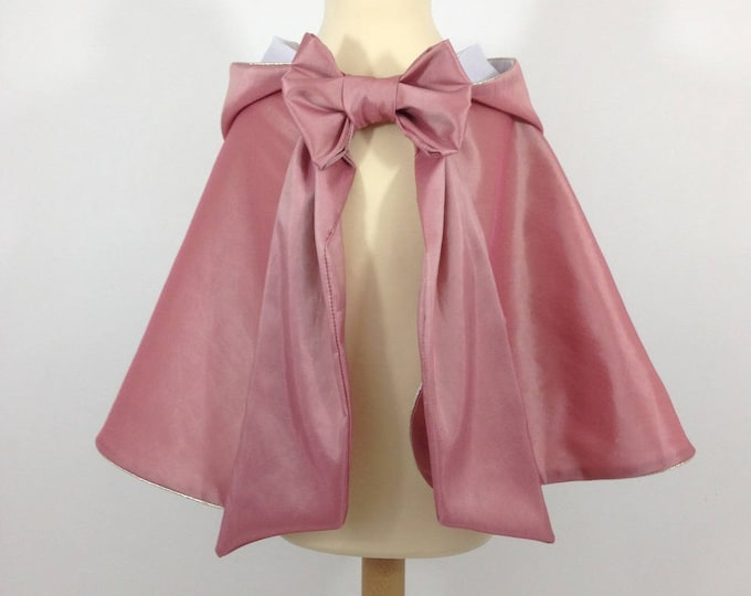 Princess cape old pink taffetas, white cotton lining, gold finishes