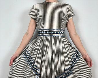 Vintage 60s Best & Co Fifth Avenue New York Dress / Unique White and Black Stripe Short Sleeve / Suzanne Gobart 100% Cotton Union Label