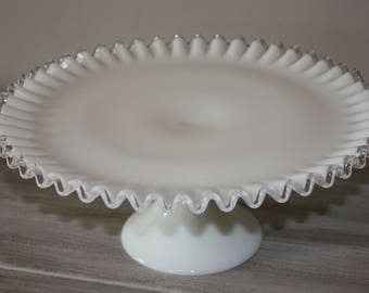 Fenton Silver Crest verre de lait Cake Stand / présentoir en verre de lait / Fenton Silver Crest