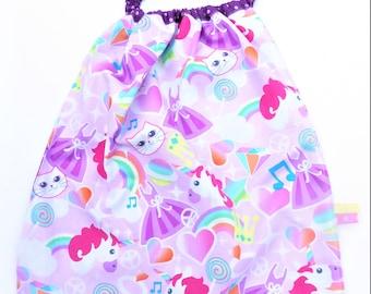 Elasticated towel to put on single, large bib, maternal towel unicorns.