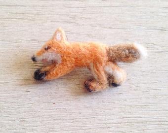 Fox brooch/fox needleart/wild animal brooch/mother day present/fox accessories/fox felt brooch/fox pin/teacher present/Easter/London