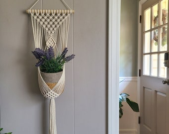 SMALL Clove hitch single plant hanger / Small Macrame wall hanging / home decor