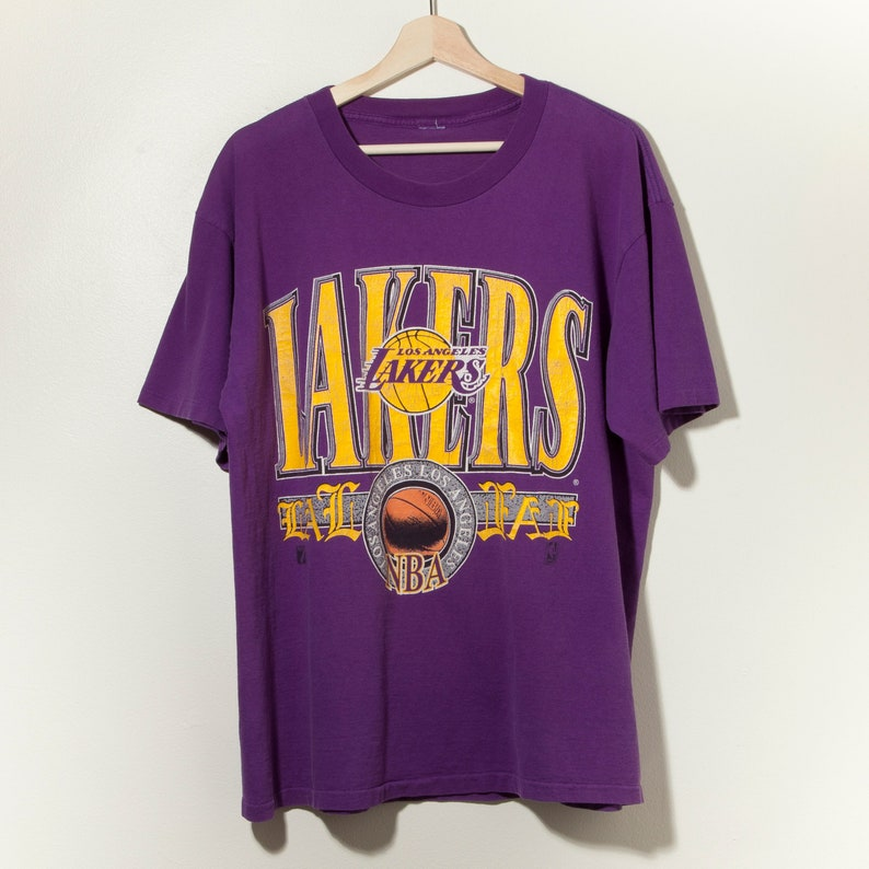 reputable site 33b9c 1378f 90s Los Angeles Lakers Single Stitch Vintage T-Shirt Purple Yellow Magic  Johnson NBA 80s Made in USA Logo 7 Champion Nike Converse Adidas