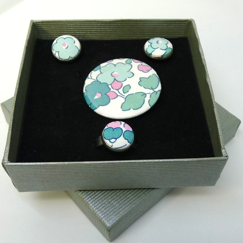 badge ring and earrings steel Jewelry box in Liberty Betsy Mint Y fabric