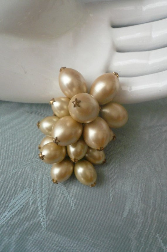 1930s pearl grape brooch
