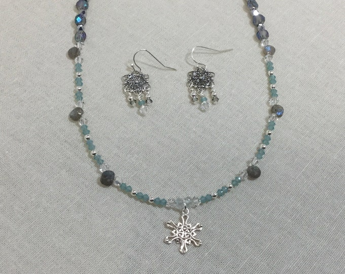 Small snowflake necklace with labradorite and Swarovski crystal